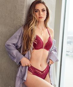 Braguita brasileña Raine, Rojo