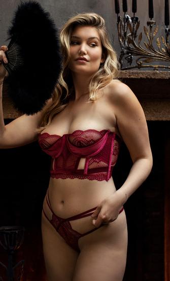 Tanga Blondie, Rojo