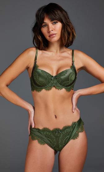 Brasileña Hannako, Verde