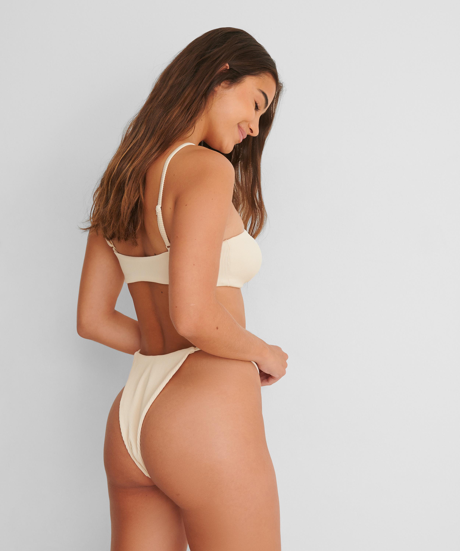 Braguita de bikini de tiro alto Textura HKM x NA-KD, Blanco, main